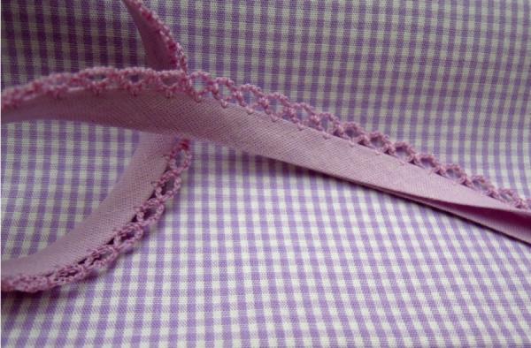 5m Schrägband uni mit Häkelborte flieder (368)
